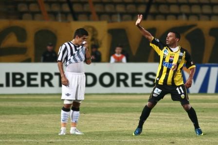 El goleador Armando Maita tratará de despedir a Libertad.
