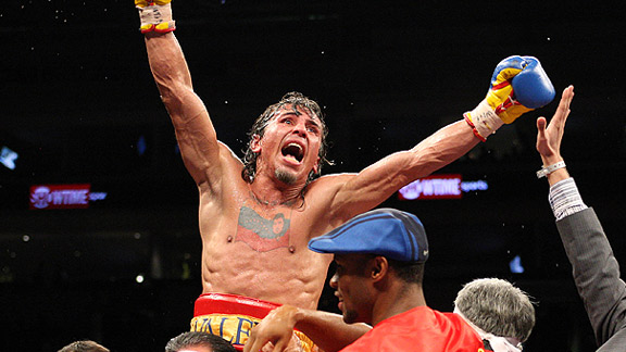 El venezolano Edwin Valero extendió su invicto a 27 peleas.