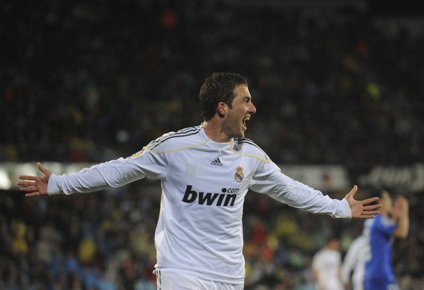 El argentino Gonzalo Higuain marcó un doblete.