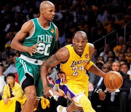 Kobe Bryant lideró la ofensiva de los Lakers.