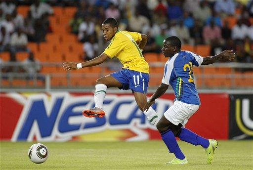 Robinho marcó dos goles para liderar el ataque amazónico.