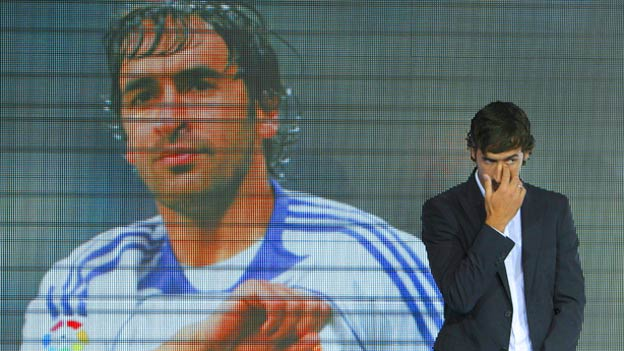 Raúl abandonó, entre lágrimas, al Real Madrid.
