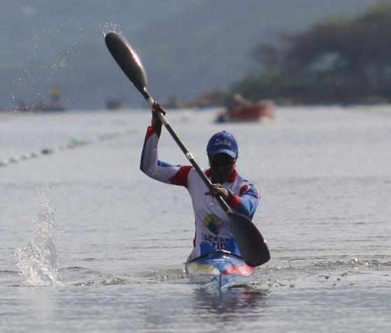 Eliana Escalona se coronó en el kayac individual.