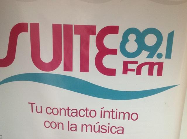 La señal de Suite 89.1 FM se puede escuchar por internet en www.suite891.com.