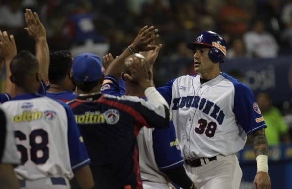Alex Cabrera dio un dantesco cuadrangular.