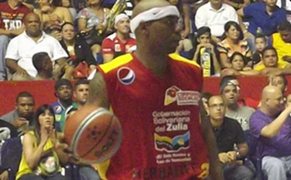 Ruben Nembhard apenas jugó un encuentro en la primera semana.