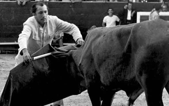 Hasta de torero llegó a hacer Díaz.