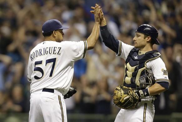Francisco Rodríguez selló otro triunfo de Milwaukee.