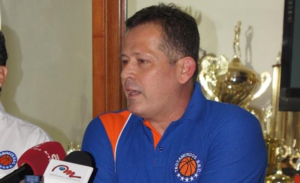 Jorge Arrieta fue despedido por Trotamundos.