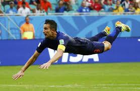 El astro del Manchester United voló para el gol del empate tulipan.