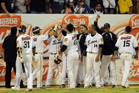 La celebración de los Leones no ha parado en Caracas y ahora la serie se decidirá en tres juegos.