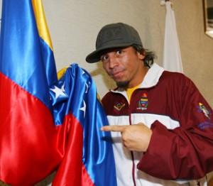 El campeón venezolano de boxeo está en problemas.