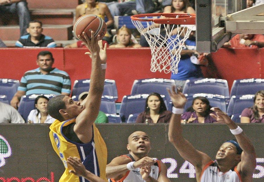 El alero podría recibir la ayuda de otro jugador criollo. Foto: Wildi Rivero