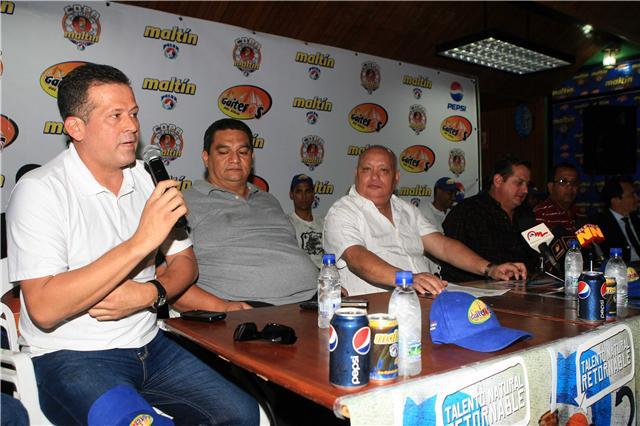 El técnico Jorge Arrieta y la directiva zuliana esperan estar entre los líderes del campeonato. Foto: Prensa Gaiteros.