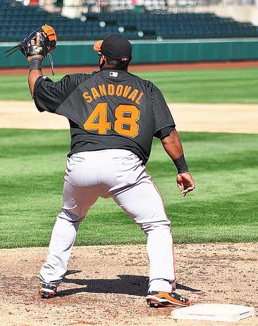 En las prácticas, Sandoval tomó el mascotín y entrenó en la inicial.