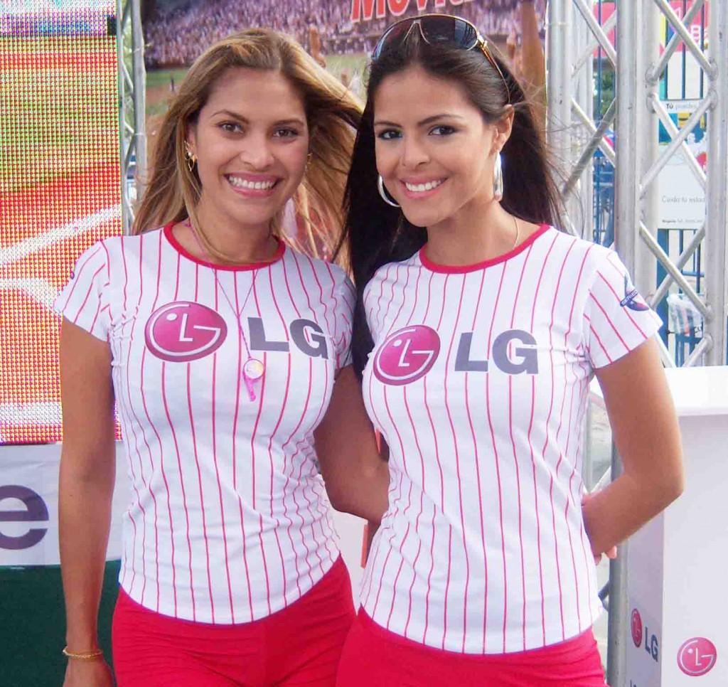 Las promotoras de las diversas empresas muestran la belleza de las margariteñas. Foto: Gilberto González