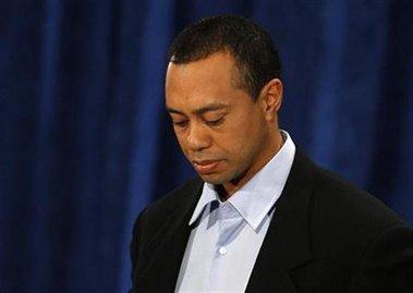 """El golfista Tiger Woods pide disculpas por """"un comportamiento irresponsable y egoísta"""" durante su primera declaración pública."""