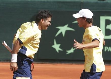 Yohny Romero y David Martínez celebran su victoria en el dobles.