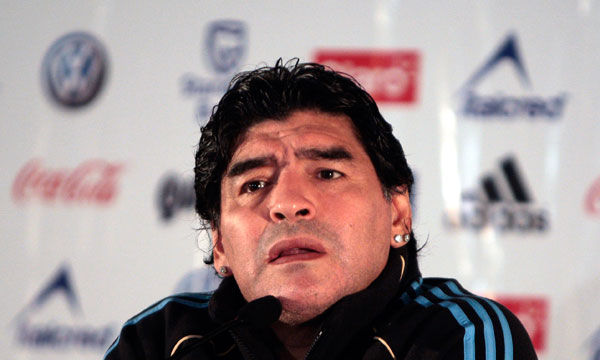 """Diego Maradona sigue buscando su """"once"""" ideal."""