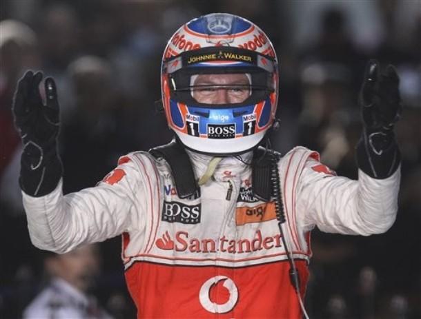 Jenson Button le dio el primer triunfo del año a McLaren.