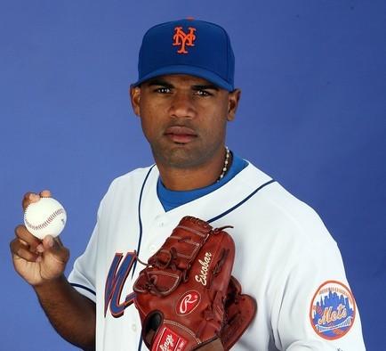 Kelvim Escobar quiere lucir con el uniforme de los Mets.