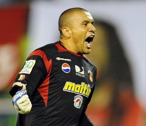 El portero Renny Vega será titular ante los brasileños.