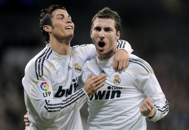 Cristiano Ronaldo y Gonzalo Higuaín celebran la victoria.