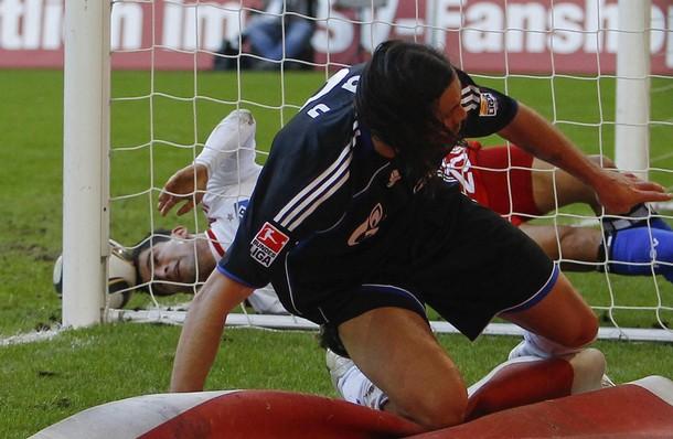 Tomás Rincón salvó un tanto de manera espectacular sobre la línea.