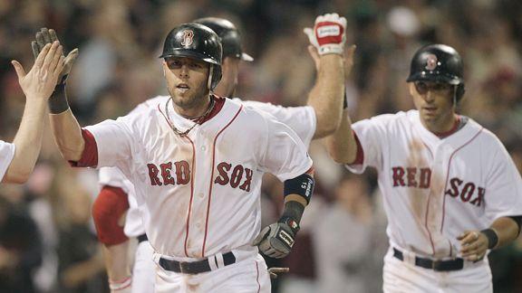 Dustin Pedroia despachó jonrón y remolcó tres para los Red Sox.