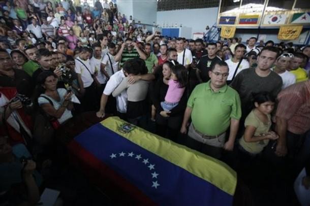 Una multitud acompañó a Valero a su última morada.