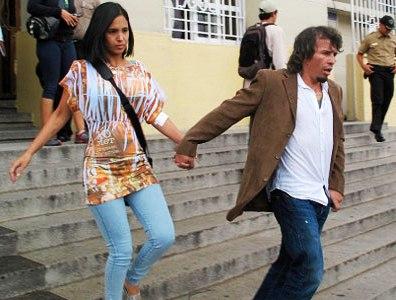 """Edwin Valero y su esposa salieron este jueves """"felices""""."""