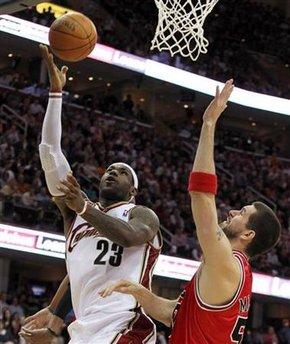 LeBron James sigue camino al título con los Cavaliers.