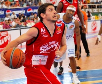 El uruguayo Leandro Garciamorales jugó, pese al esguince de tobillo.