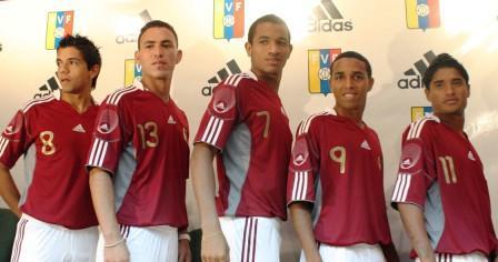 Los mundialistas Sub 20 posaron con la nueva camiseta. Foto: Prensa FVF