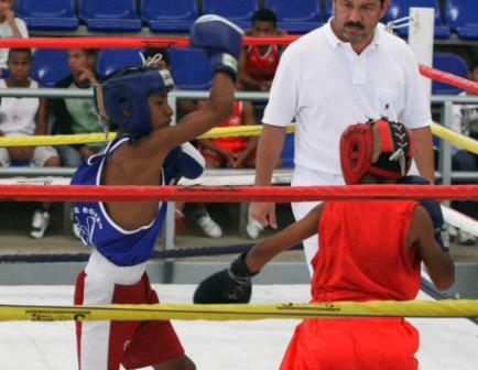 La acción del boxeo aficionado volvió al Coliseo Cotorrera.