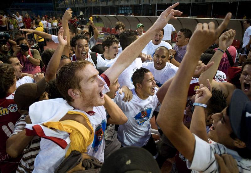 Los rojos celebraron con su fanaticada. Foto: Nelson Pulido