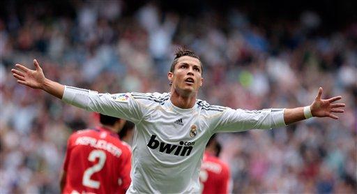 Cristiano Ronaldo marcó dos tantos para la victoria blanca.