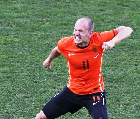 Arjen Robben abrió la cuenta para los holandeses.