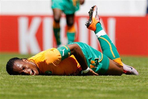 Didier Drogba se fracturó el brazo derecho.