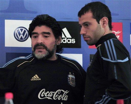 Maradona dio rueda de prensa junto con Mascherano, uno de los fijos en el once.