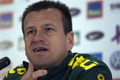 El entrenador brasileño, Dunga, no revela su once.