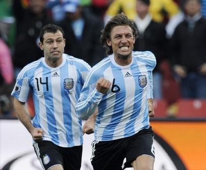 Gabriel Heinze anotó el tanto de la victoria argentina.