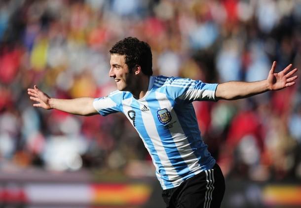 Gonzalo Higuaín es uno de los referentes en el ataque albiceleste.