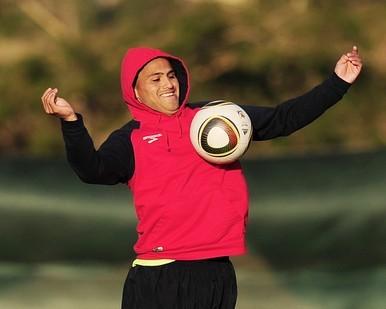 Humberto Suazo estará en el frente de ataque chileno.