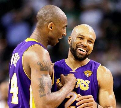 Kobe Bryant y Derek Fisher condujeron el ataque de Los Ángeles.