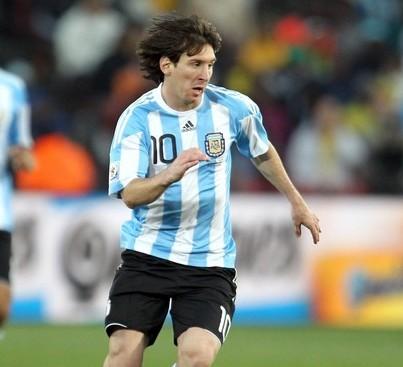 El astro Lionel Messi lució en el debut, pero no pudo marcar.