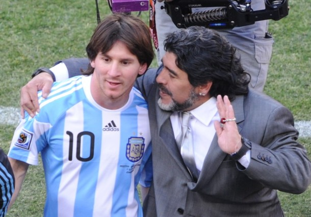 Ni con Lionel Messi a su lado, Maradona logró titularse con la selección.