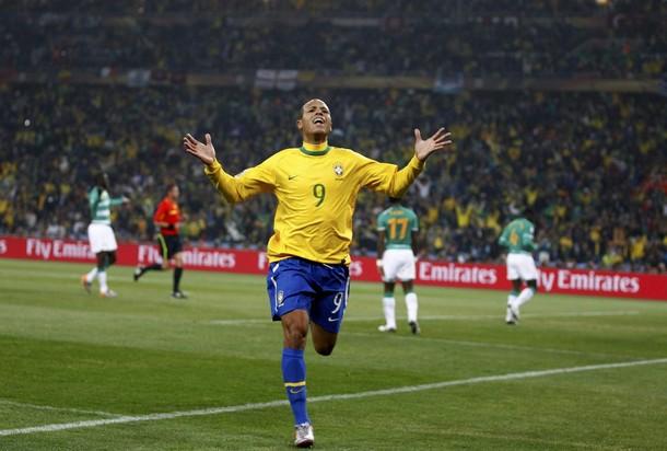 Luis Fabiano se destapó con dos tantos.