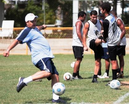 El DT Miguel Acosta comandó el entrenamiento.