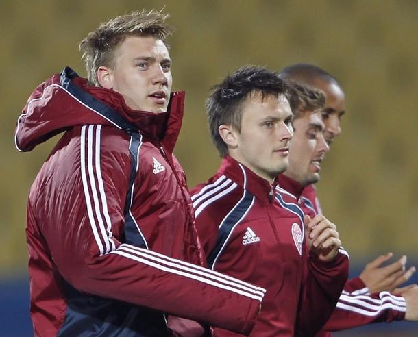 El delantero Nicklas Bendtner es duda para los danases.